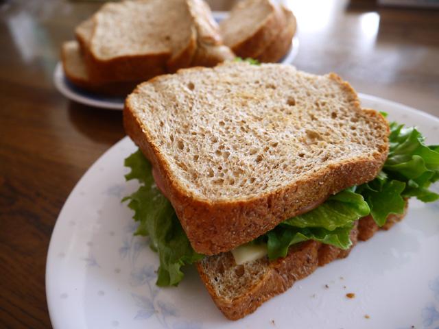 ソイブランパンでレタスサンドイッチ