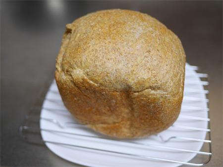 ( バターなしで焼いたブランパン )