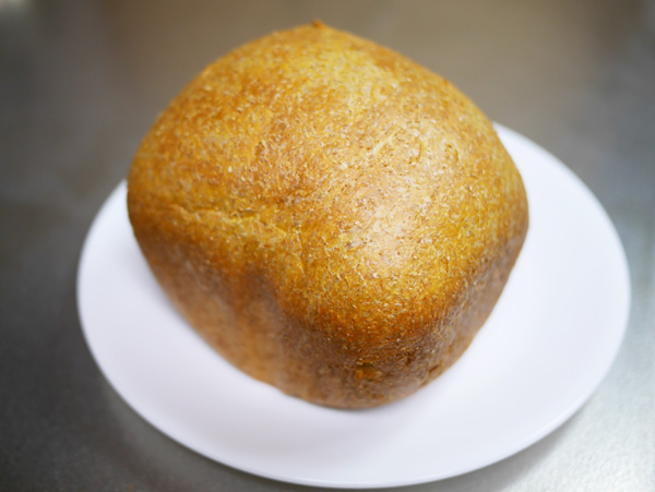 ( トマトジュースでブランパン焼きました )