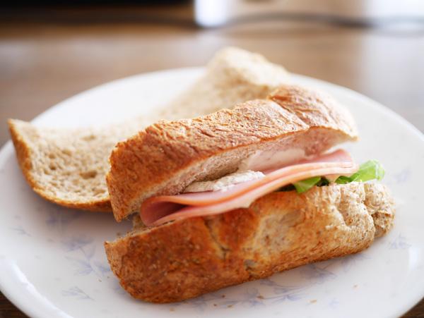 ( 丸めてサンドイッチになりました )