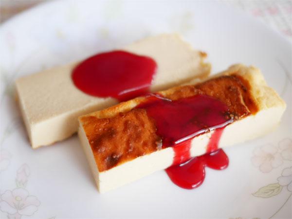 ( おからチーズケーキにラズベリーソース添え )