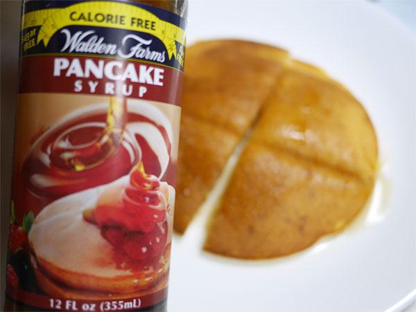 ( おからパウダーでパンケーキにウォルデンファームの糖質ゼロパンケーキシロップ )