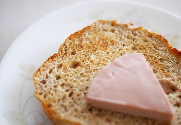 ( チーズデザート ベリー・ベリー・ベリー6Pをソイブランパンにのせて♪ )